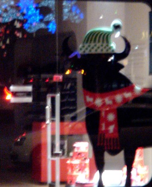 Toro de Osborne navideño