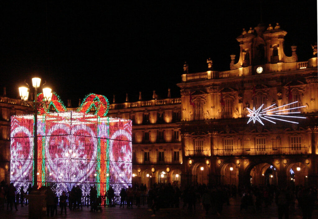 Engendro luminoso en la plaza mayor de Salamanca